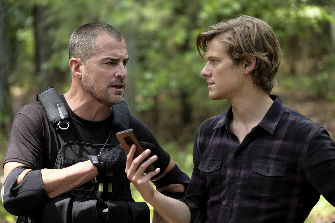 Jack Dalton (George Eads, l.); MacGyver (Lucas Till, r.) - Bildquelle: Guy D'Alema 2018 CBS Broadcasting, Inc. All Rights Reserved.