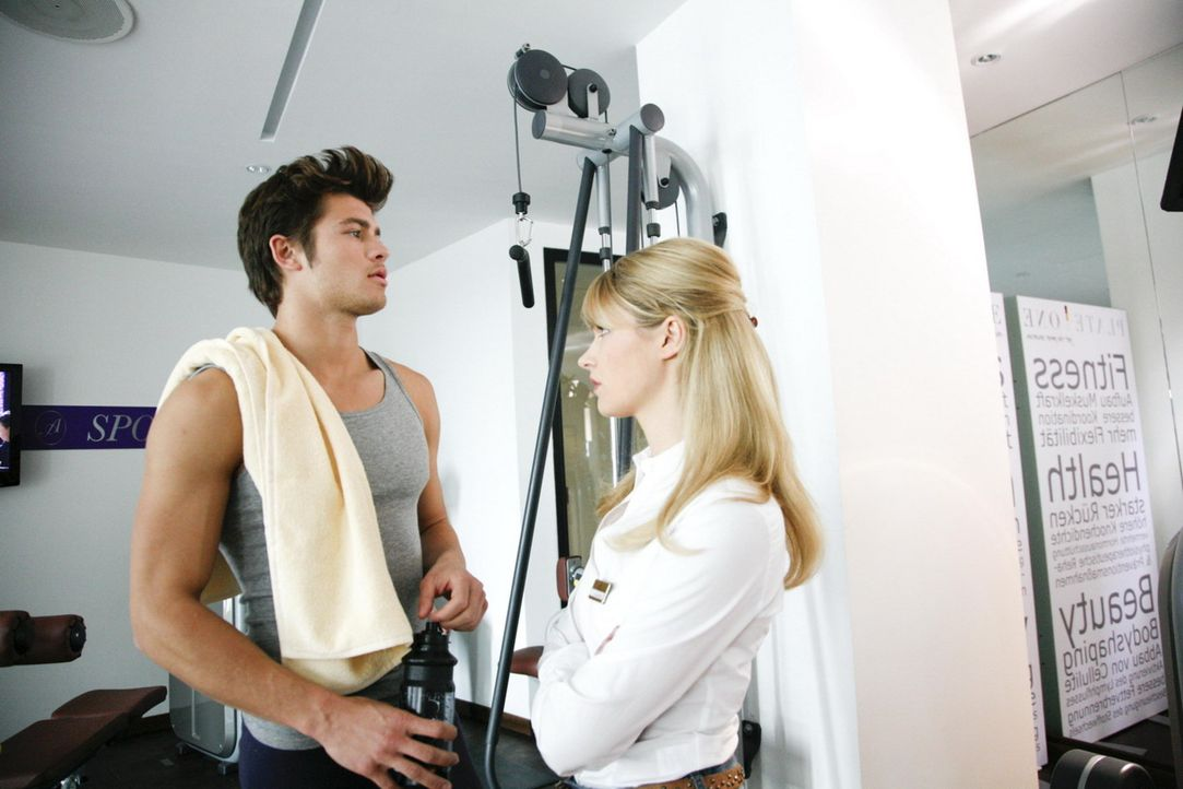 Moritz (Eugen Bauder, l.) ist total überfordert, als Jessica (Isabell Ege, r.) eine klare Stellungnahme fordert ... - Bildquelle: SAT.1