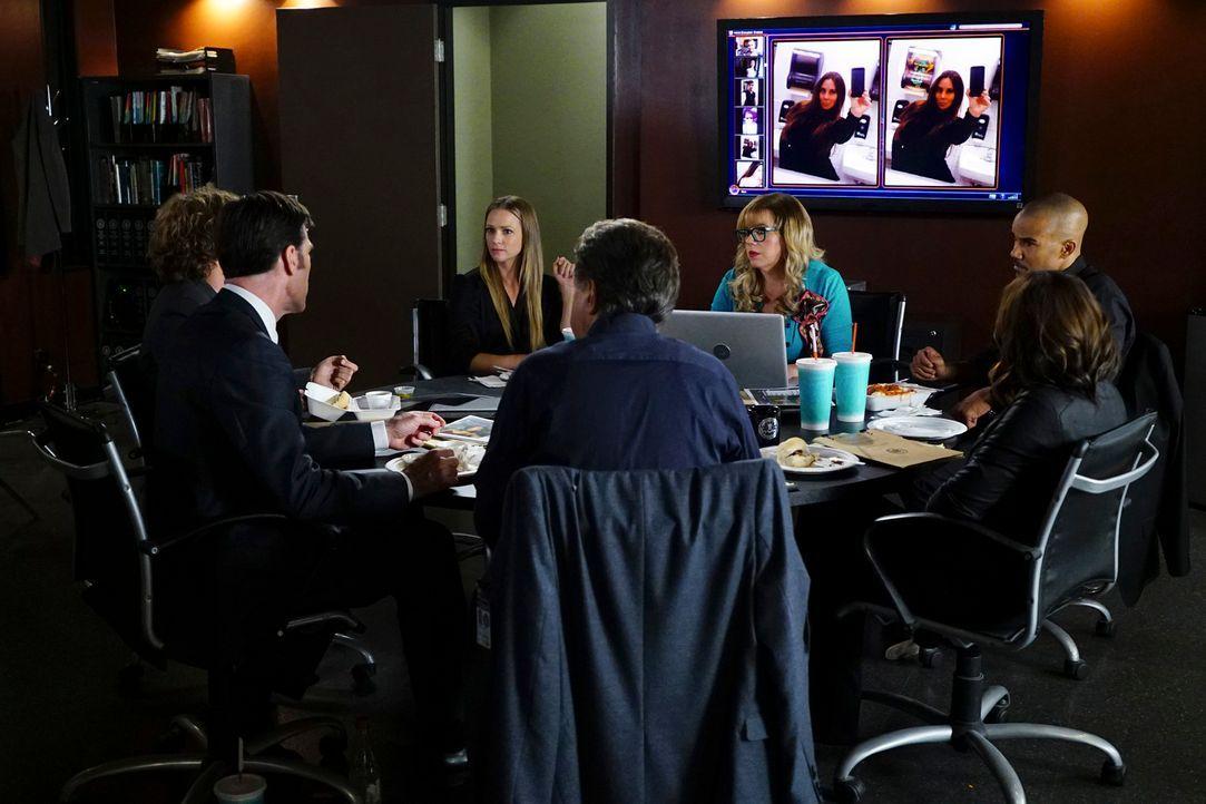Als mehrere Social-Media-Persönlichkeiten in Maryland tot aufgefunden werden, machen sich Reid (Matthew Gray Gubler, l.), Derek (Shemar Moore, r.),... - Bildquelle: Richard Cartwright ABC Studios
