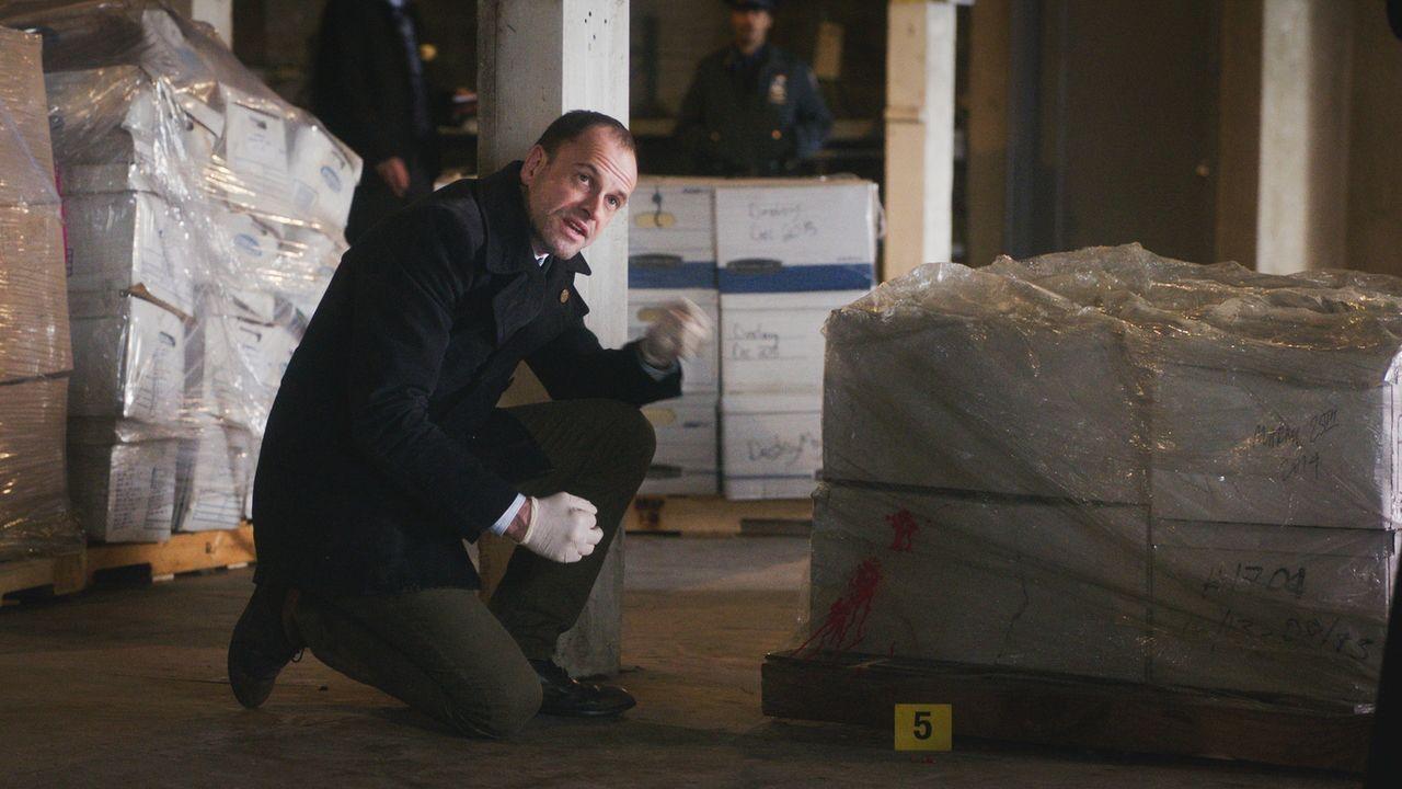Mit strategischem Vorgehen probiert Holmes (Jonny Lee Miller), den Fall zu lösen. Doch zunächst bringt ihm sein logisches Denken auch nicht weiter .... - Bildquelle: 2017 CBS Broadcasting, Inc. All Rights Reserved.