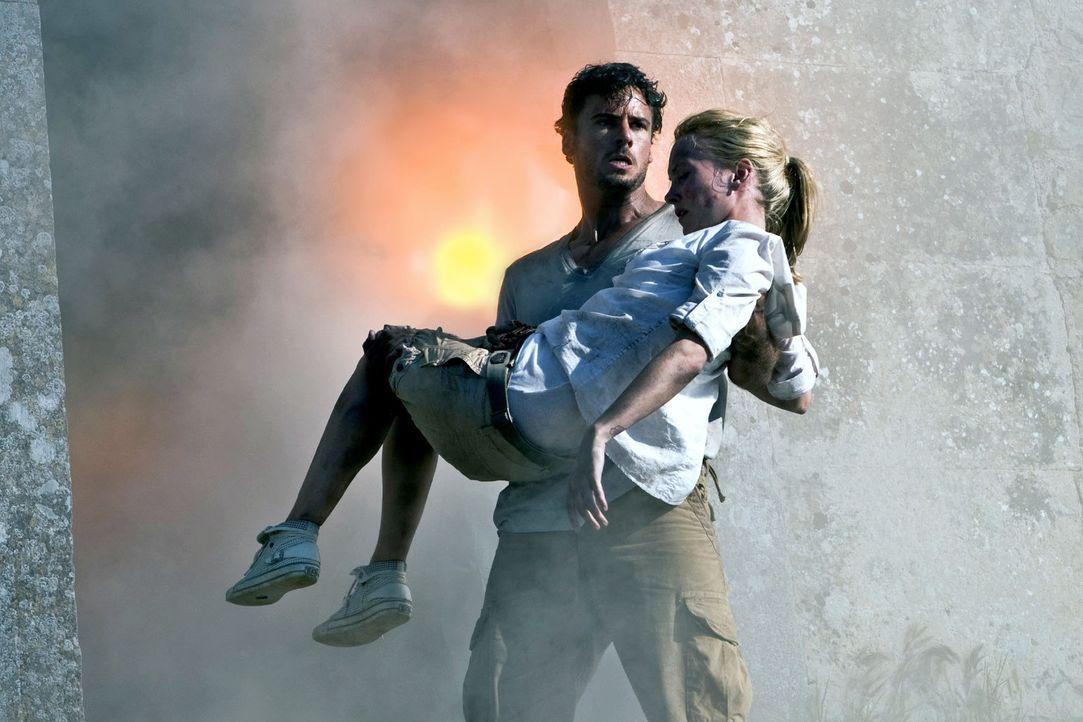 Karla (Janin Reinhardt, r.) und Ben (Stephan Luca, l.) geraten in höchste Gefahr ... - Bildquelle: Sat.1