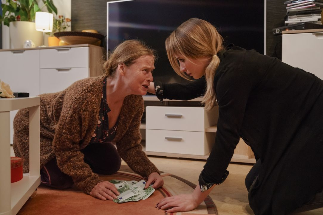 Helga Wegmann (Gabi Herz, l.); Nicole Wegmann (Mira Elisa Goeres, r.) - Bildquelle: Stefan Erhard SAT.1/Stefan Erhard