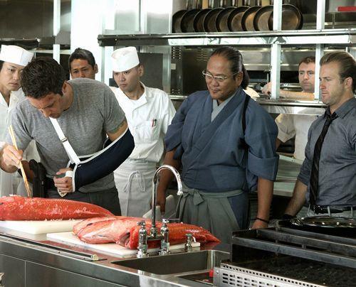 Finden eine Spur bei einem Küchenmeister: Steve (Alex O'Loughlin) und Danny (Scott Caan) - Bildquelle: CBS Studios