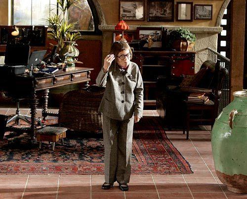 Callen, der vor Ablauf seines Genesungsurlaubs zum Team zurückkehrt, wird von Hetty (Linda Hunt) auf ihre ureigene charmante Art drangsaliert...   - Bildquelle: CBS Studios Inc