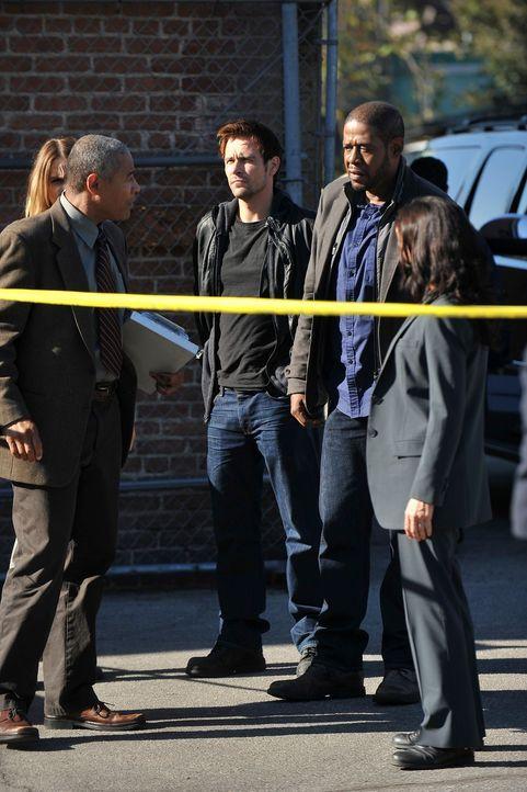 Ermitteln in einem Fall, in dem drei junge Männer in einer Nacht mit einem Baseballschläger ermordet wurden: Gina (Beau Garrett, l.), Detective Rich... - Bildquelle: ABC Studios