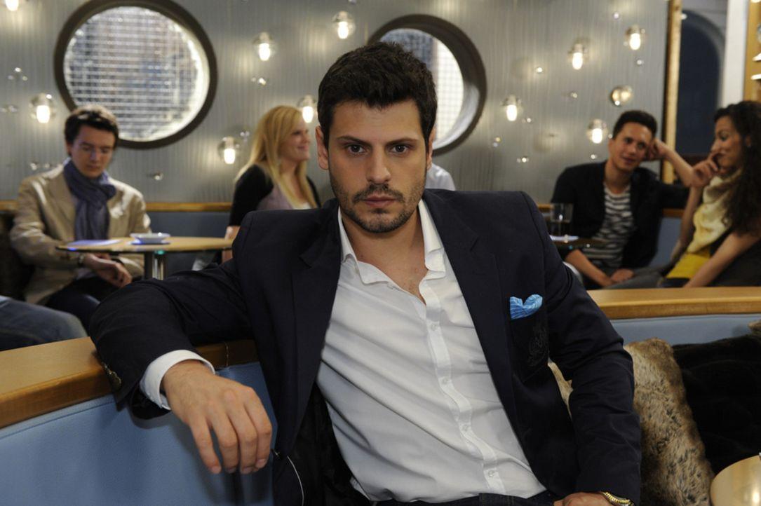 Räumt sich ein, dass Nina ihm mehr bedeutet hat als er bislang zugab: Luca (Manuel Cortez) ... - Bildquelle: SAT.1