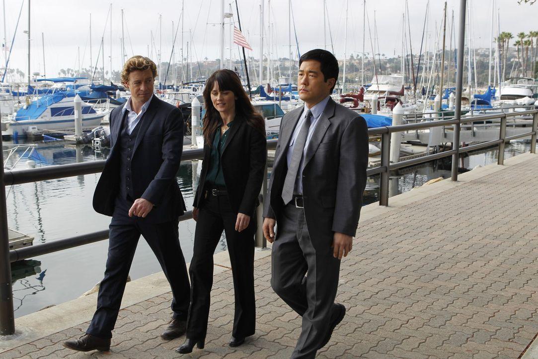 Ermitteln in einem neuen Mordfall: Patrick (Simon Baker, l.), Teresa (Robin Tunney, M.) und Kimball (Tim Kang, r.) ... - Bildquelle: Warner Bros. Television