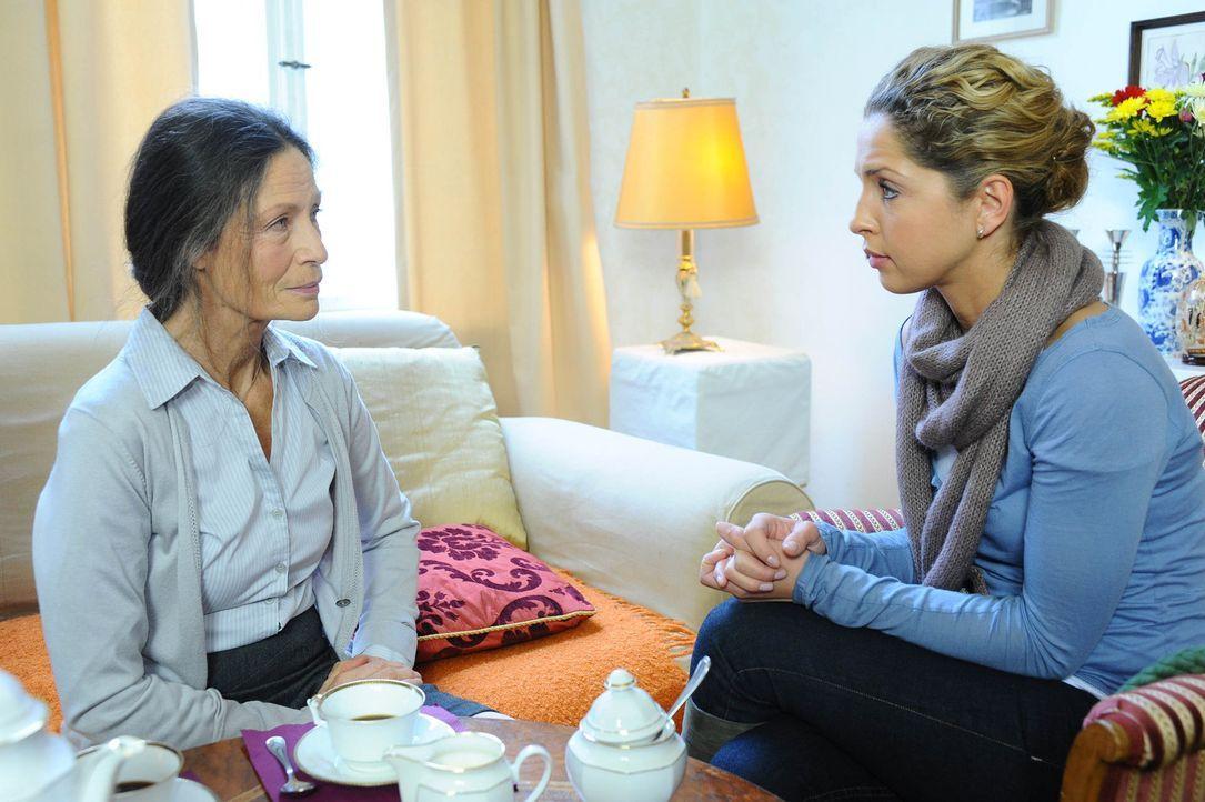 Nina (Maria Wedig, r.) muss bestürzt hinnehmen, dass Frau Meyer (Renate Serwotke, l.) sie nicht entlasten kann ... - Bildquelle: SAT.1