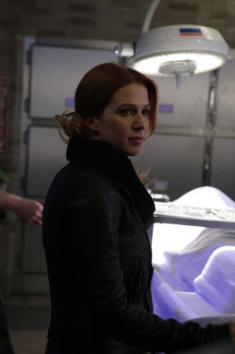 Gemeinsam mit ihren Kollegen macht sich Carrie (Poppy Montgomery) auf die Suche nach einem Mörder ... - Bildquelle: 2011 CBS Broadcasting Inc. All Rights Reserved.