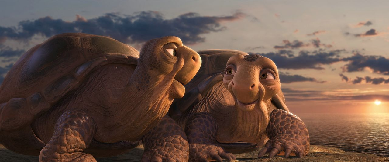 Als Winifred (l.) und Winston (r.) in der Savanne ankommen, müssen sie erschrocken feststellen, dass es dort gar kein Wasser zum Schwimmen gibt ... - Bildquelle: Constantin Film Verleih GmbH
