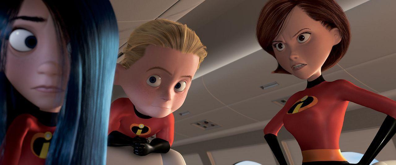 Helen (r.) kann nicht fassen, dass sich ihre beiden Kinder Violetta (l.) und Flash (M.) heimlich ins Flugzeug geschlichen haben, wo sie doch eigentl... - Bildquelle: Disney/Pixar. All rights reserved