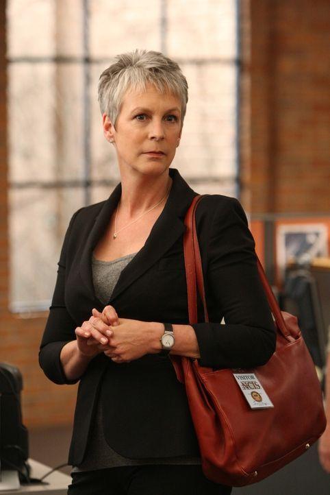 Hat Dr. Samantha Ryan (Jamie Lee Curtis) etwas mit dem Tod von Robert Banks zu tun? - Bildquelle: 2012 CBS Broadcasting Inc. All Rights Reserved.