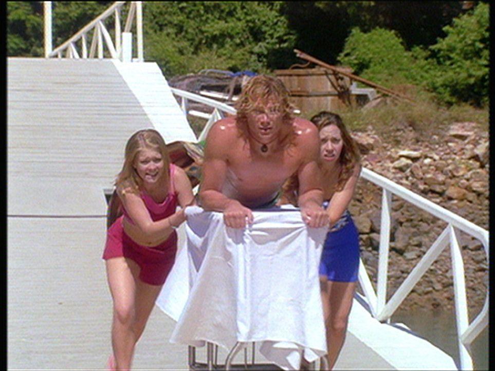 Zusammen mit ihrer besten Freundin, der Hexe Gwen (Tara Charendoff, r.), macht Sabrina (Melissa Joan Hart, l.) Ferien auf Hamilton Island in Austral... - Bildquelle: American Broadcasting Company (ABC)
