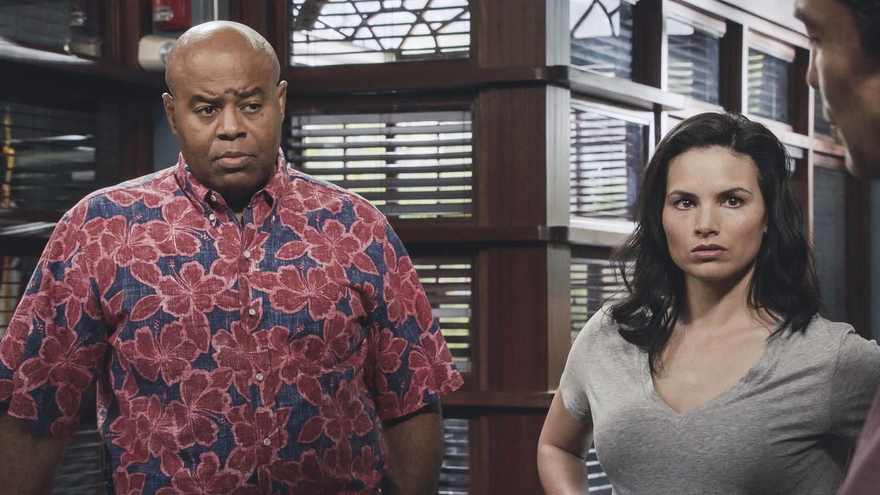 Lou Grover (Chi McBride, l.); Quinn Liu (Katrina Law, r.) - Bildquelle: 2019 CBS Broadcasting, Inc. All Rights Reserved.