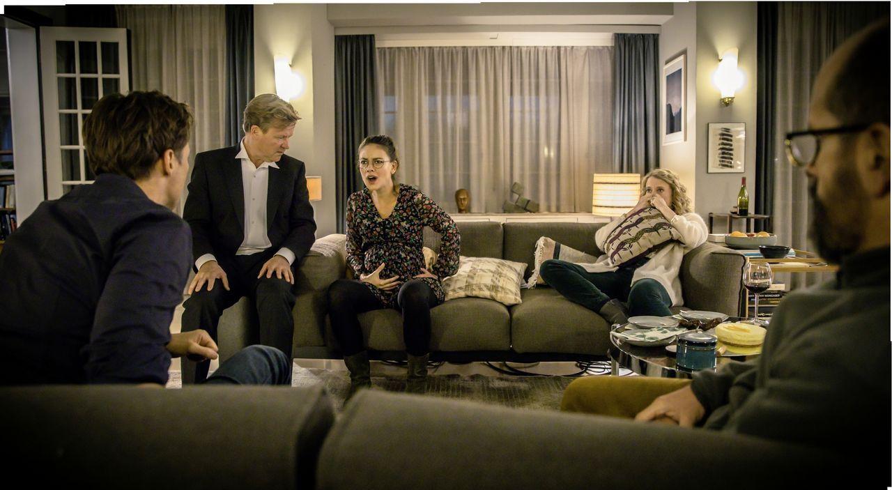 (v.l.n.r.) Thomas (Florian David Fitz); René (Justus von Dohnányi); Anna (Janina Uhse); Elisabeth (Caroline Peters); Stephan (Christoph Maria Herbst... - Bildquelle: CONSTANTIN FILM VERLEIH GMBH