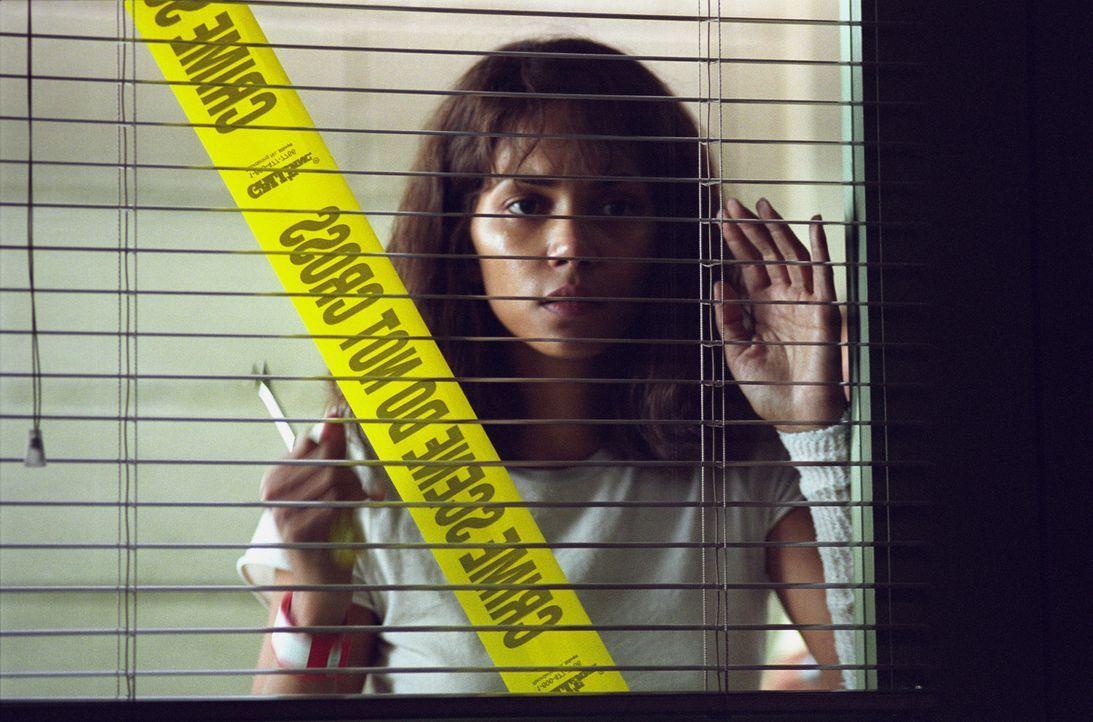 Wegen ihres Berufes in einer geschlossenen Anstalt hat die Psychologin Miranda Grey (Halle Berry) es jeden Tag mit seltsamen Menschen und Phänomene... - Bildquelle: 2004 Sony Pictures Television International. All Rights Reserved.