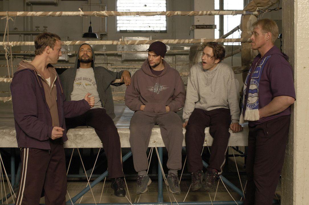 In nur vier Wochen soll aus den Häftlingen echte Boxer werden, die gegen die Polizei Staffel antreten sollen. Noch kann Max Anders (Wotan Wilke Mö... - Bildquelle: Marco Meenen ProSieben