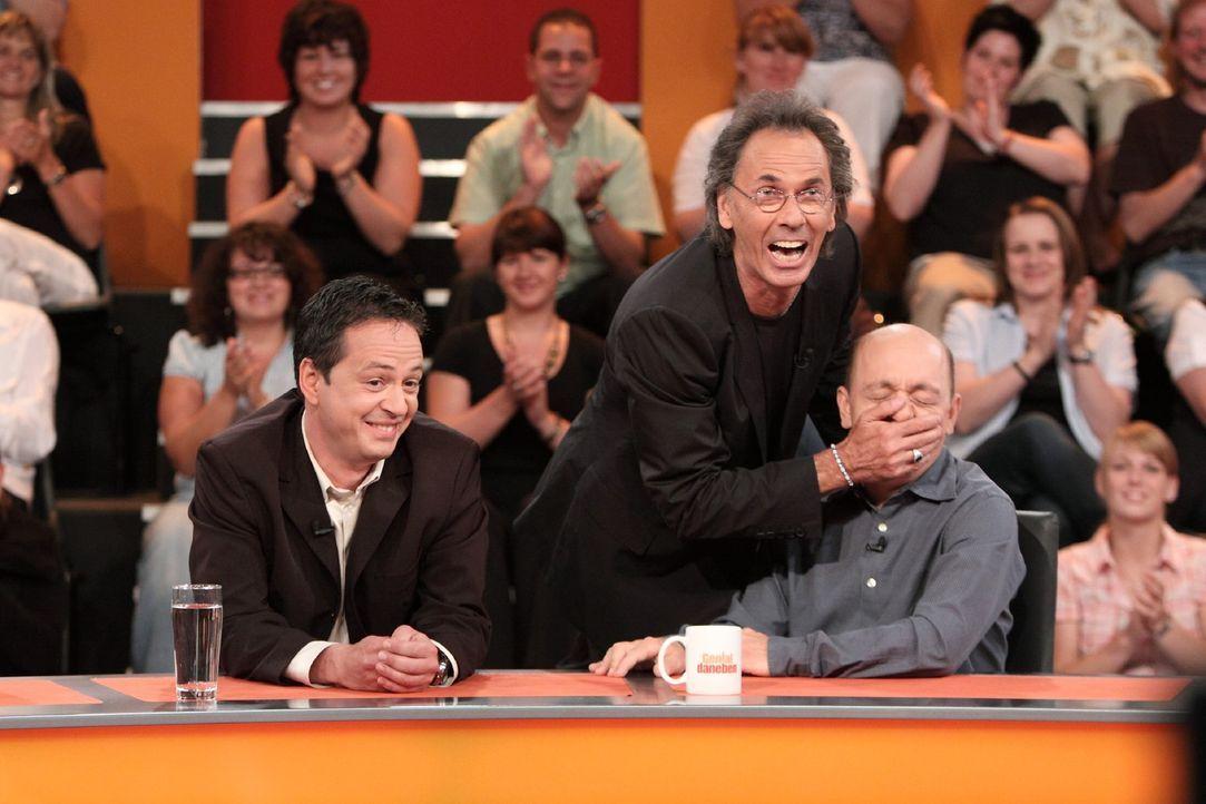Sorgen für viel Spaß im Studio: Roberto Cappelluti (l.), Hugo Egon Balder (M.) und Bernhard Hoëcker (r.) .... - Bildquelle: Sat.1