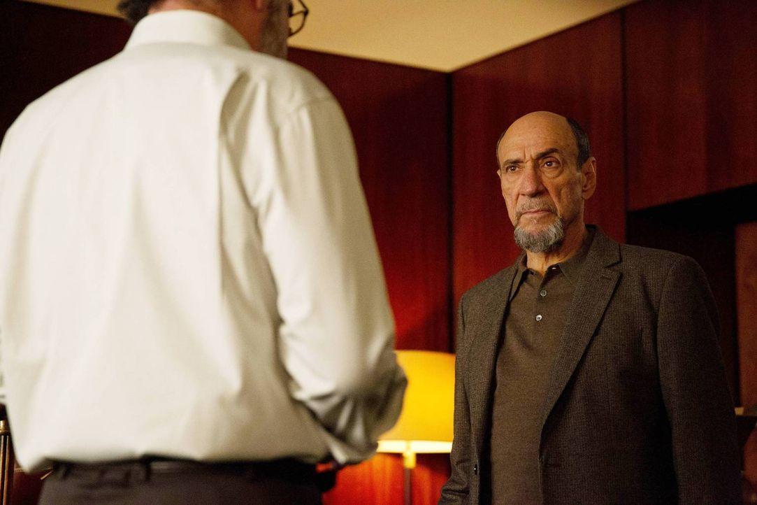 Saul (Mandy Patinkin, l.) kann nicht verstehen, dass er von Adal (F. Murray Abraham, r.) und Lockhart hintergangen wurde und er somit nichts mehr fü... - Bildquelle: 2013 Twentieth Century Fox Film Corporation. All rights reserved.