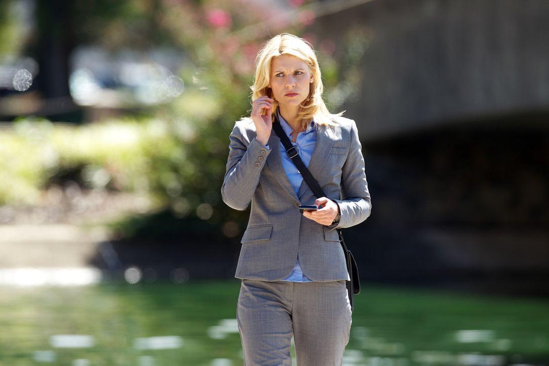 Um wichtige Informationen von Mr. Sahrani zu bekommen, sucht Carrie (Claire Danes) nach dem wunden Punkt ... - Bildquelle: 20th Century Fox International Television