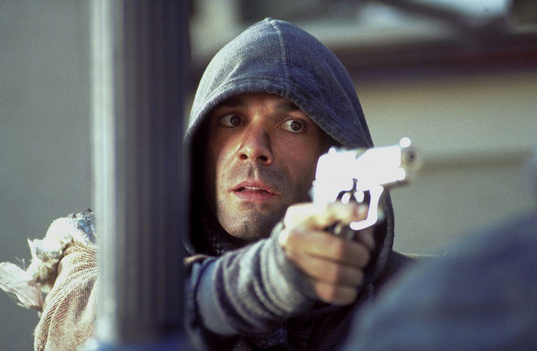 Ben Wildmann (Hannes Jaenicke) werden eine Millionen Mark in Aussicht gestellt, wenn er ein neues, hochmodernes Sicherheitssystem testet. Doch Ben m... - Bildquelle: ProSieben