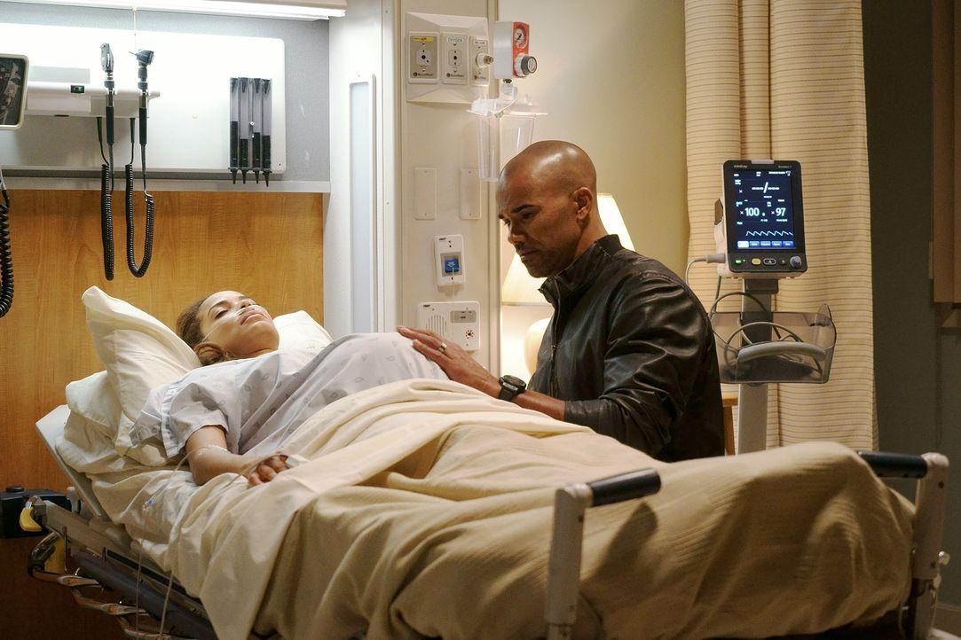 Savannah (Rochelle Aytes, l.) wurde angeschossen. Während das Team versucht, den Täter zu fassen, macht sich Morgan (Shemar Moore, r.) große Sorgen... - Bildquelle: Robert Voets ABC Studios