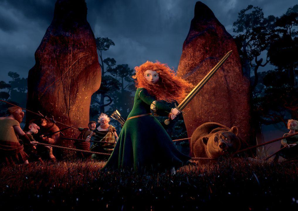 Die rebellische und mutige Prinzessin Merida (M.) weigert sich den Traditionen zu folgen und trifft daraufhin eine folgenschwere Entscheidung, die e... - Bildquelle: Disney/Pixar. All rights reserved