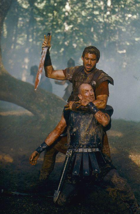 Als Tyrannus (Jonathan Cake, hinten) die Fronten wechselt, folgen alle seine Männer ihm. Es gelingt ihnen, den Feind vernichtend zu schlagen ... - Bildquelle: Hallmark Entertainment