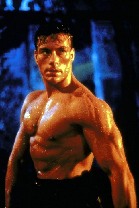 Der junge Amerikaner Frank Dux (Jean-Claude van Damme) erringt bei einem internationalen Wettkampf in Hongkong den Weltmeistertitel ... - Bildquelle: Cannon Group