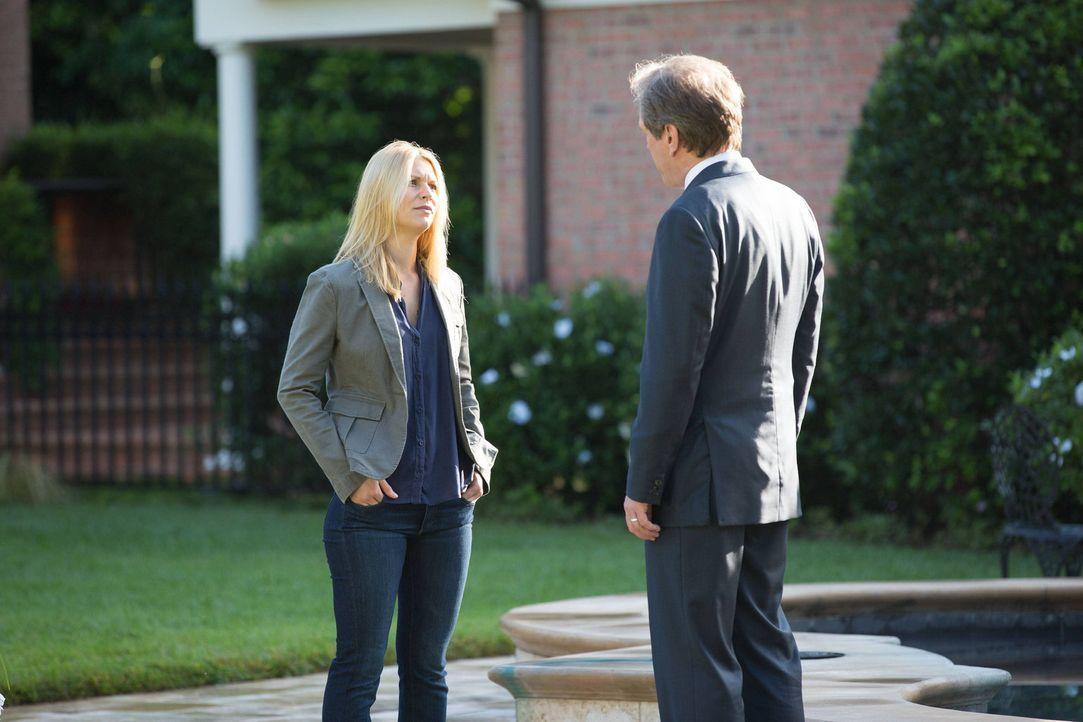 Carrie (Claire Danes, l.) bekommt ein Angebot von Leland Bennett (Martin Donovan, r.), das ihr Leben verändern könnte. Wird sie sich darauf einlasse... - Bildquelle: 2013 Twentieth Century Fox Film Corporation. All rights reserved.