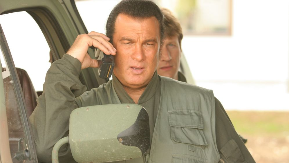 Steven Seagal - Unsichtbarer Feind - Bildquelle: Copyright   2007 Pueblo Film Distribution Limited. All Rights Reserved.
