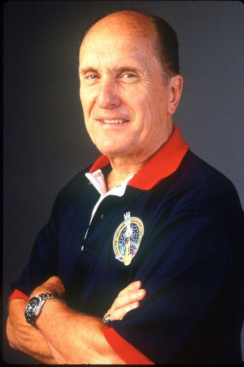Der ehemalige Astronaut Spurgeon Keeney (Robert Duvall) soll an dem riesigen Kometen nukleare Sprengsätze anbringen, die diesen zerstören sollen.... - Bildquelle: TM+  1998 DreamWorks L.L.C. and Paramount Pictures All Rights Reserved