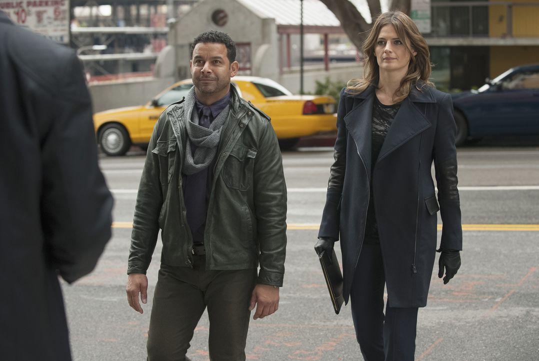 Müssen einen neuen Mordfall lösen: Esposito (Jon Huertas, l.) und Beckett (Stana Katic, r.) ... - Bildquelle: ABC Studios