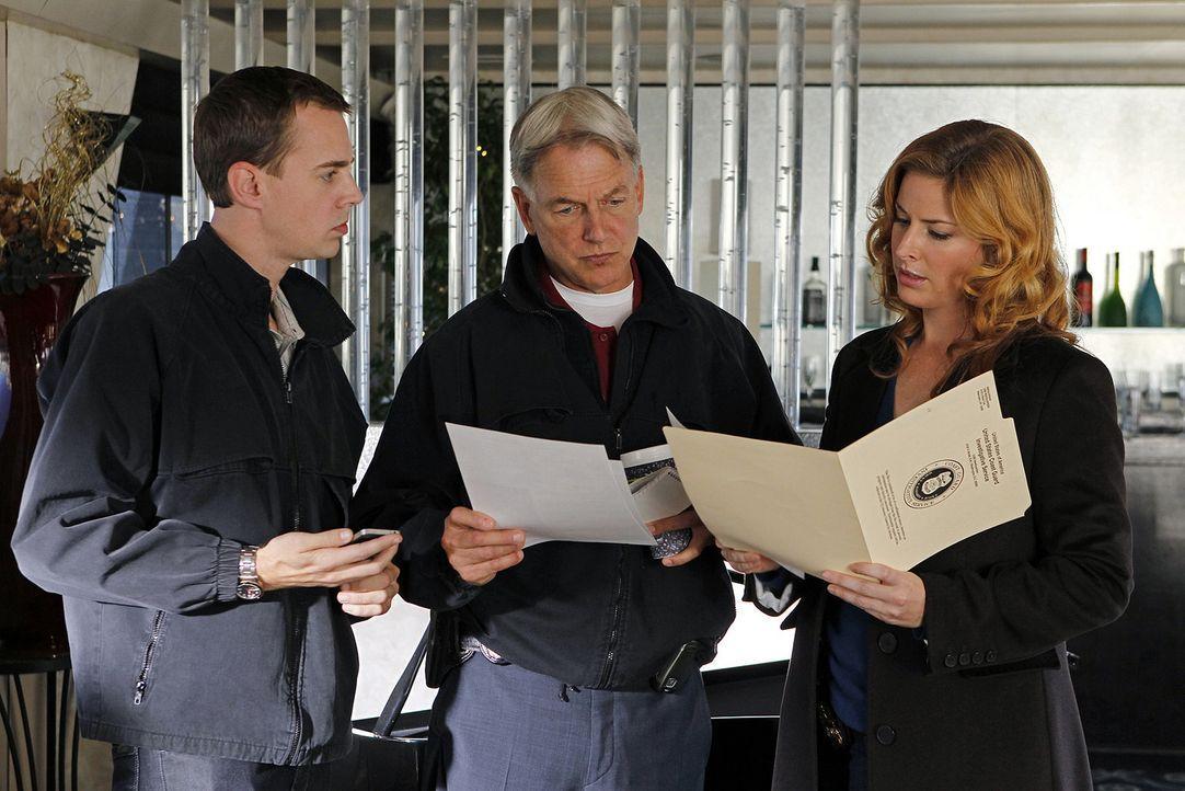 Ermitteln im Mordfall des Marine First Lieutenant Jeremy Nolan: McGee (Sean Murray, l.), Agent Abigail Borin (Diane Neal, r.) und Gibbs (Mark Harmon... - Bildquelle: CBS Television