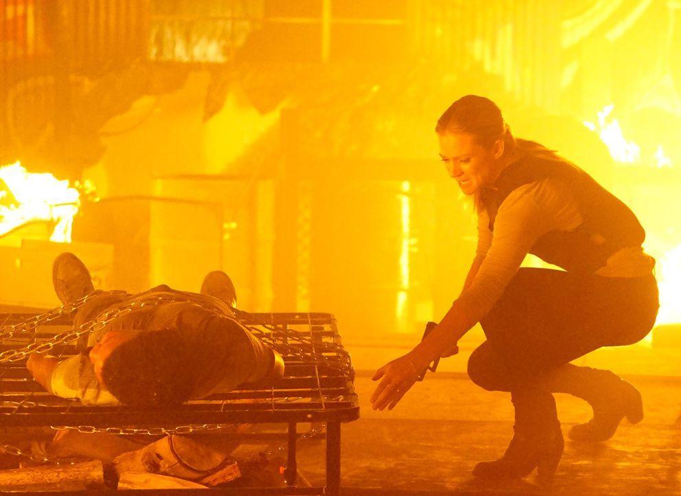 Um Roberto Morales (Jaylin Ogle, l.) und die anderen Kinder zu retten, die von einem erbarmungslosen Feuerteufel entführt wurden, geben JJ (A.J. Coo... - Bildquelle: Richard Cartwright ABC Studios