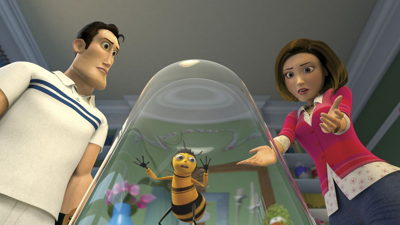 Vanessa (l.) ist schockiert, als sie ihren Freund Barry (M.) gefangen unter einem Glas vorfindet ... - Bildquelle: BEE MOVIE TM &   2007 DREAMWORKS ANIMATION LLC. All Rights Reserved.