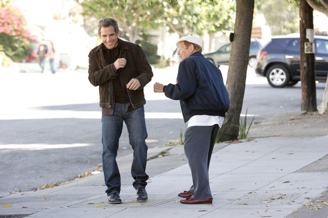 Mit der attraktiven Blondine Lila scheint der notorische Langzeitsingle Eddie (Ben Stiller, l.) einen Volltreffer gelandet zu haben. Das sieht auch... - Bildquelle: DREAMWORKS LLC. ALL RIGHTS RESERVED.