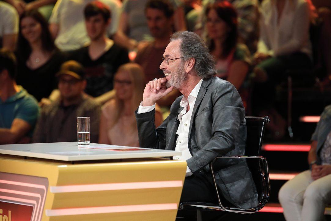 Keiner stellt so schön gemeine Fragen wie Hugo Egon Balder ... - Bildquelle: Frank Hempel SAT.1