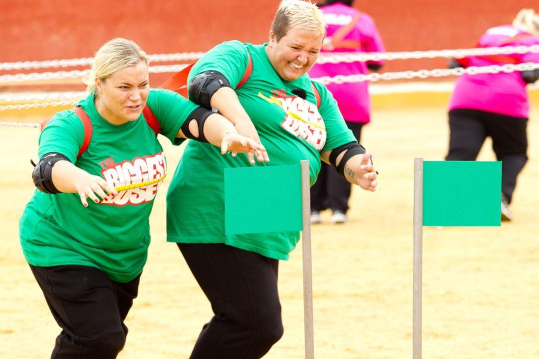 Kämpfen bis zum Umfallen: Sabrina (l.) und Sandy (r.) ... - Bildquelle: SAT.1