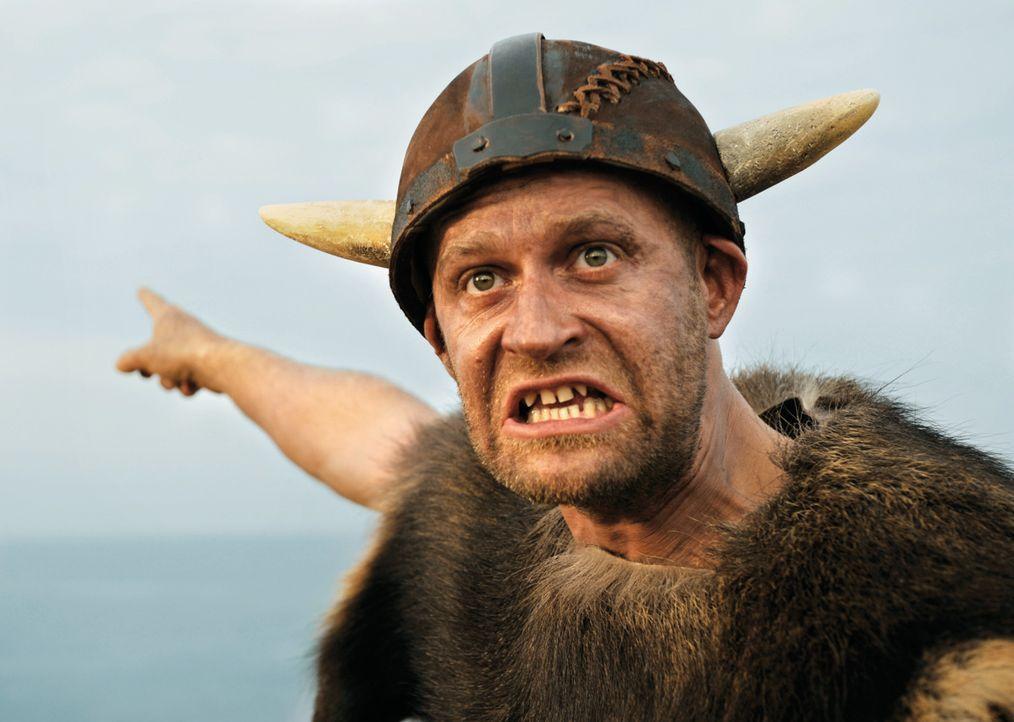 Mit ihm ist nicht zu spaßen: der stotternde Pirat (Jürgen Vogel), der im Auftrag vom schrecklichen Sven, die gefangenen Kinder von Flake bewacht ... - Bildquelle: 2009 Constantin Film Verleih GmbH