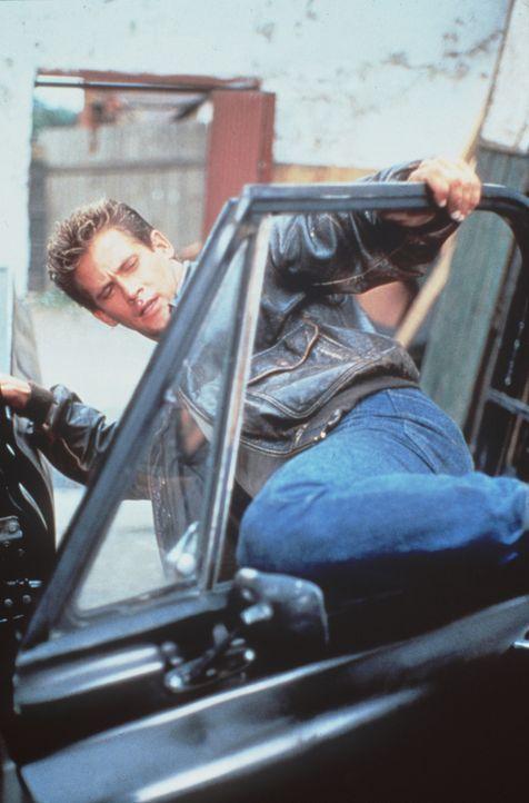 Auf einer Karibikinsel soll der Offizier Joe Armstrong (Michael Dudikoff) klären, ob ein brutaler Drogenbaron etwas mit dem Verschwinden amerikanis... - Bildquelle: Cannon Films