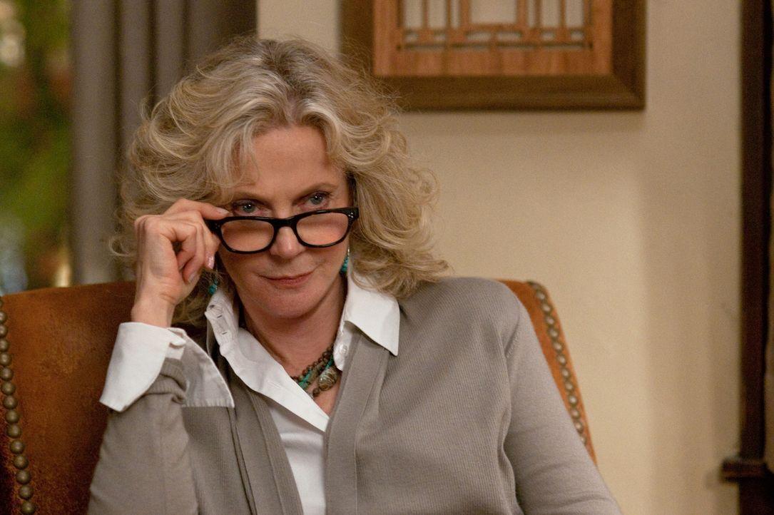 Die ständigen Allüren ihres Mannes sind für Dina Byrnes (Blythe Danner) irgendwann auch nicht mehr vertretbar ... - Bildquelle: Glen Wilson 2010 Universal Studios & DW Studios LLC