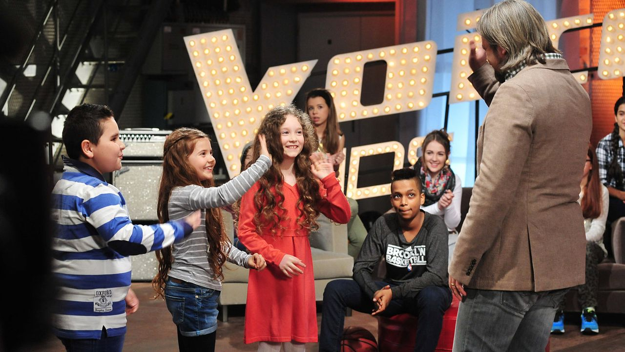 The-Voice-Kids-Stf02-Epi05-Salvatore-Larissa-EmmieLee-16-SAT1-Andre-Kowalski - Bildquelle: SAT.1/Andre Kowalski