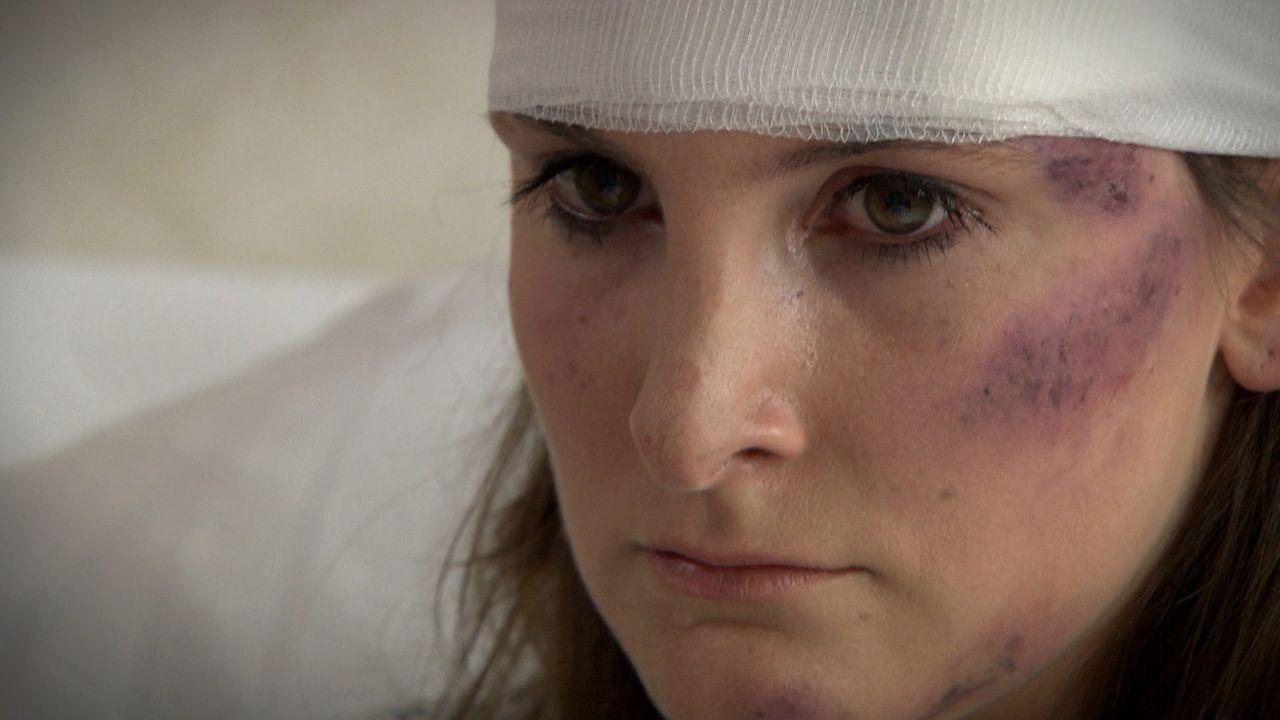 Die BWL-Studentin Franziska Luthe wacht nach einem schweren Verkehrsunfall im Krankenhaushaus auf. Ihre Verletzungen werden heilen, doch die 28-Jäh... - Bildquelle: SAT.1