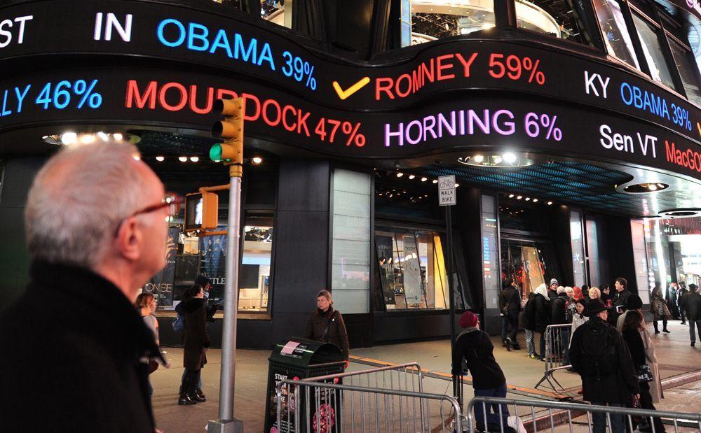 Riesige Anzeigetafeln auf dem Times Square in New York City zeigen die aktuellen Wahlergebnissen.  - Bildquelle: dpa - Bildfunk +++ Verwendung nur in Deutschland