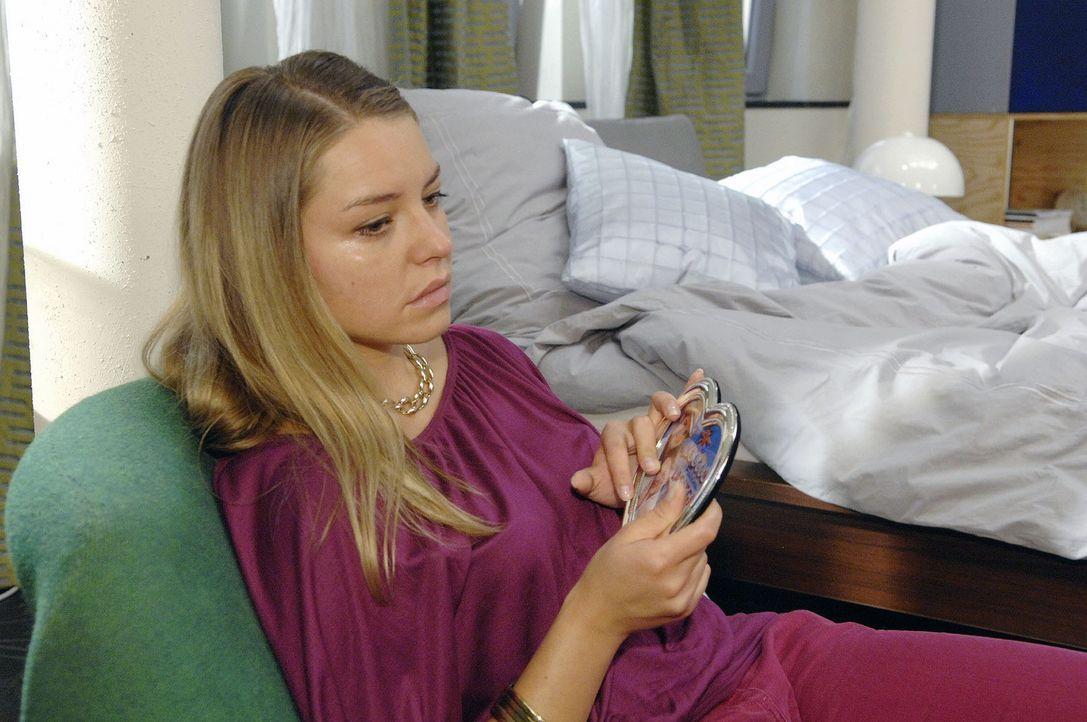 In ihrem Schmerz darüber, von Jonas nicht wirklich geliebt zu werden, hat Katja (Karolina Lodyga) ihn rausgeschmissen ... - Bildquelle: Sat.1