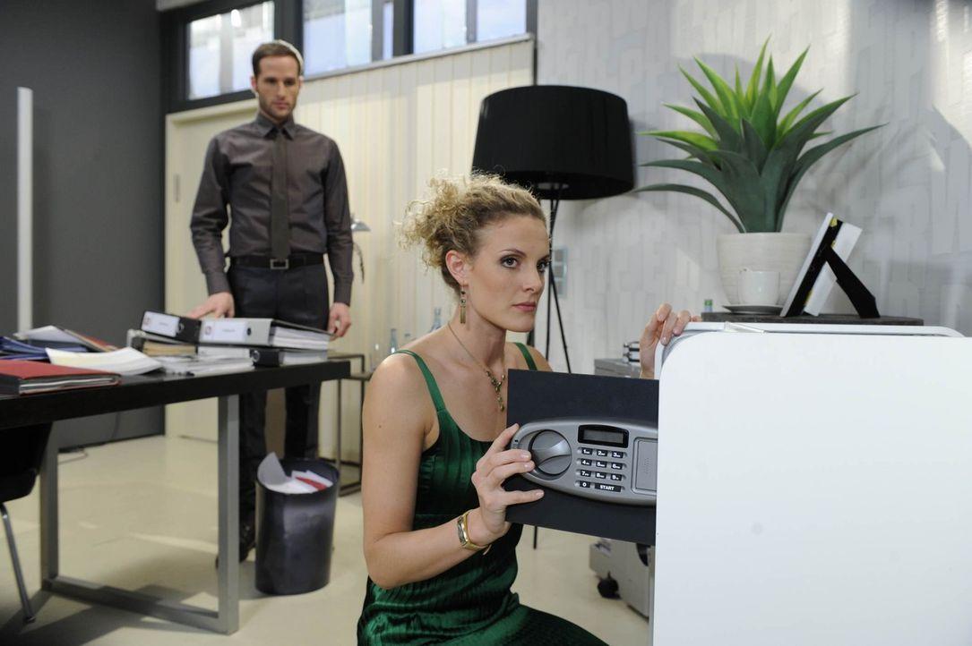 David (Lee Rychter, l.) kann Majas (Barbara Lanz, r.) Herz erweichen und bekommt unerwartete Schützenhilfe ... - Bildquelle: SAT.1