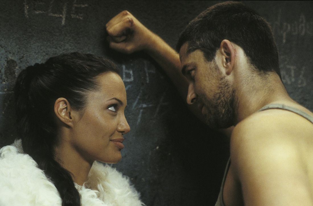 Dass ausgerechnet eine Expedition sie nach Jahren wieder zusammenbringt, hätten sie nie gedacht: Doch wird aus Lara (Angelina Jolie, l.) und Terry (... - Bildquelle: 2003 by Paramount Pictures. All Rights Reserved.