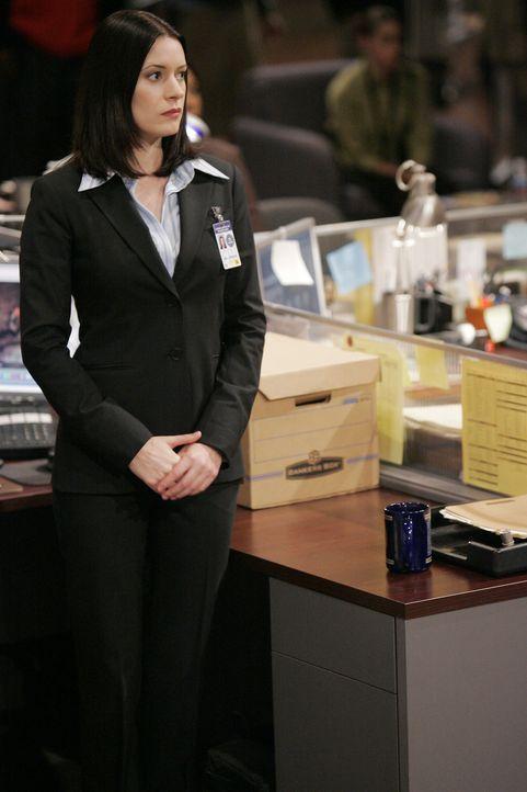Neuzugang Emily Prentiss (Paget Brewster) erweist sich bei der Lösung des neuen Falles als sehr nützlich, da sie fließend Arabisch spricht ... - Bildquelle: Touchstone Television
