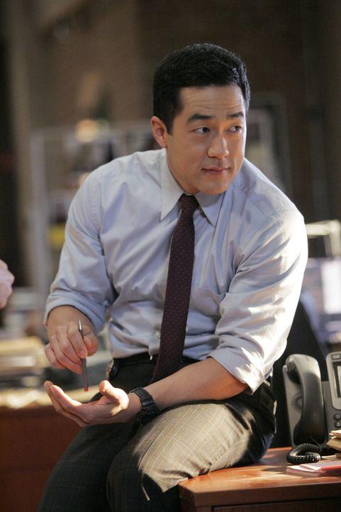 Die Ermittlungen laufen auf Hochtouren: Kendall (Tim Kang) und seine Kollegen versuchen alles um den Mörder von Ed Didrikson zu fassen ... - Bildquelle: Warner Bros. Television